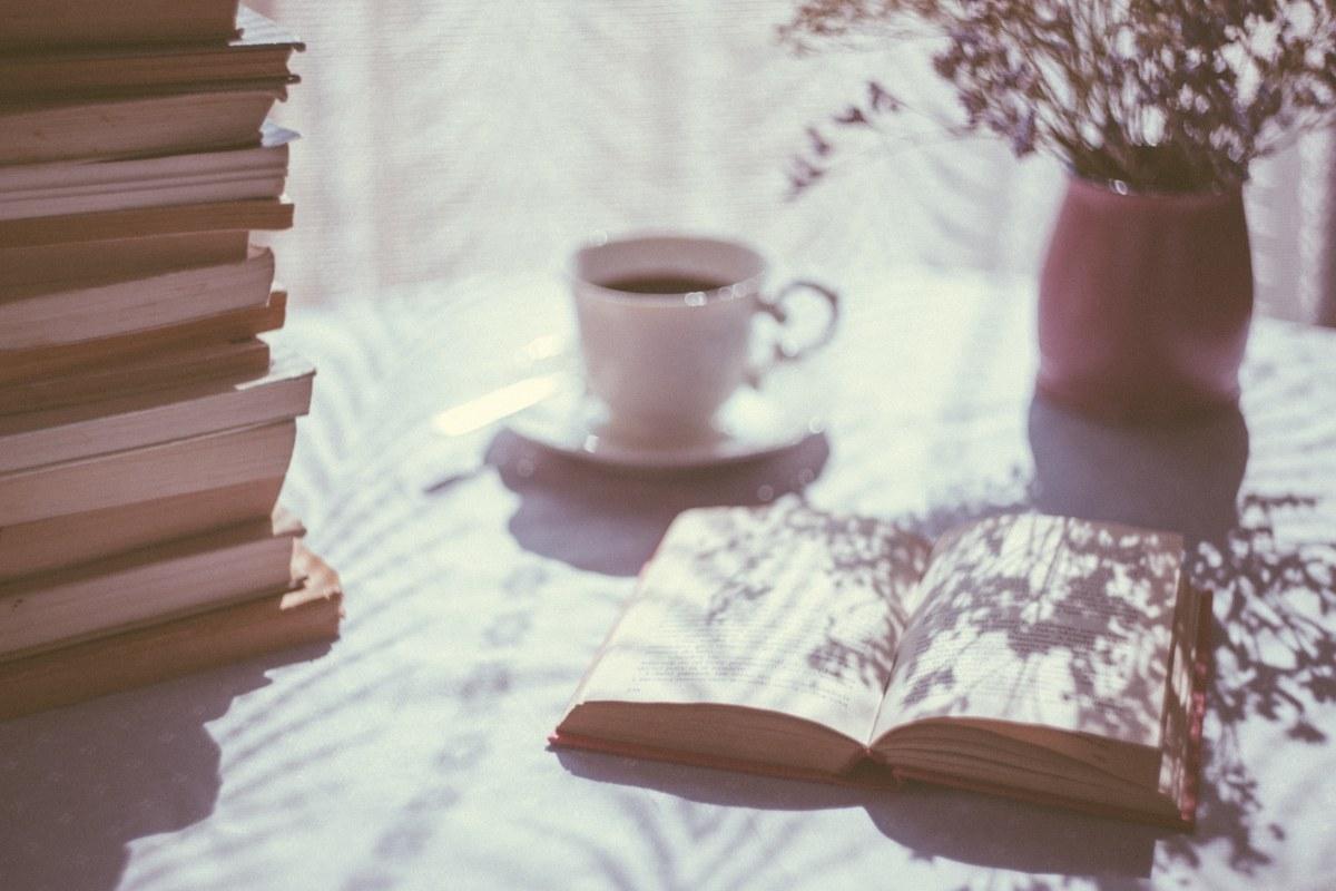 読書、コワーキングスペース、土曜